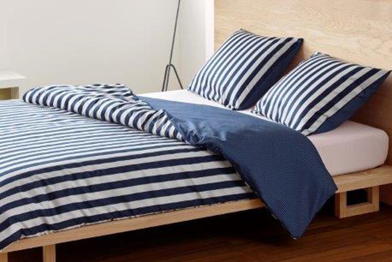 Ein urbaner Stil und klare Farben zeichnen diese Bettwäsche aus ...